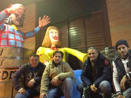 """VIDEO – Carnevale 2012, gli autori del carro """"Chi ni finì bedda"""""""