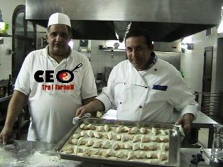 VIDEO. La preparazione dei biscotti moscardini con gli chef del Baglio Sicilia Antica