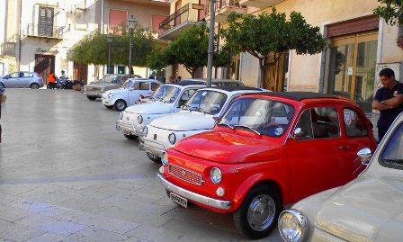 VIDEO. Raduno Fiat 500 e auto storiche a Cattolica Eraclea