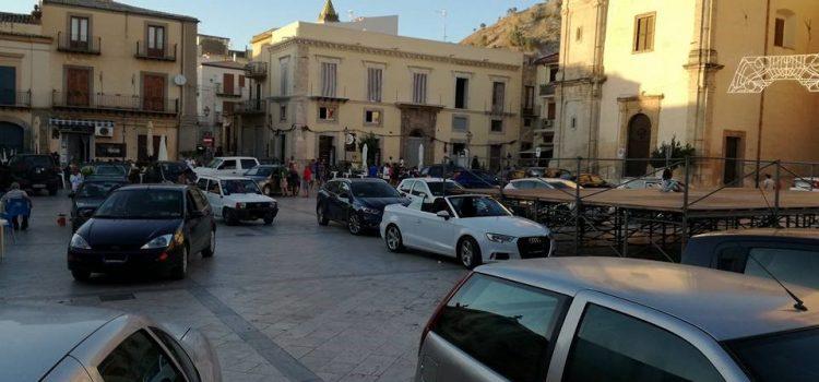 """SEGNALAZIONI. """"Parcheggio selvaggio"""" in piazza Roma, un cittadino segnala"""