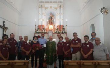 In memoria di Nicolò Colletti. Comitato Madonna del Carmelo dona targa alla famiglia